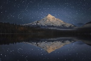Lost-Lake-in-the-Mount-Hood-National-Forest-night-view-of-Mt.-Hood